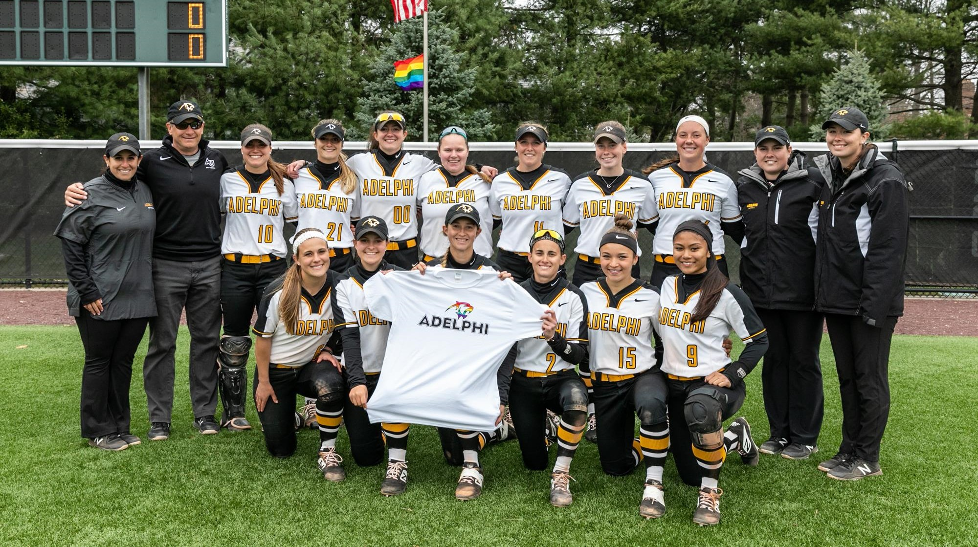 Softball Sweeps SCSU on Pride at the Park Day, 5-0 and 8-0